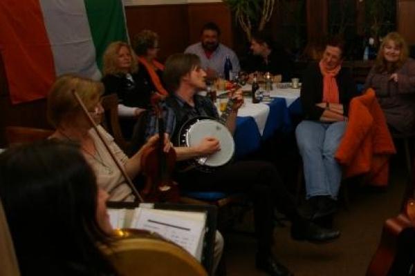 michael-am-banjo02ACA8D5DF-D5A5-7925-73A9-0046AA93678B.jpg